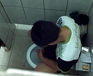 Str8 spy boy in public toilet
