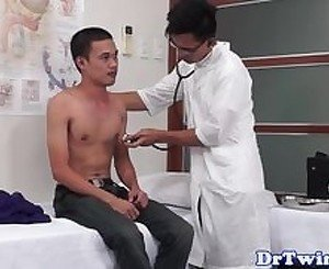 Asian doctor analplays with twinks butt